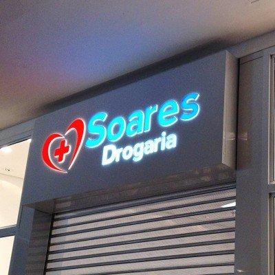 Painel backlight com frente em ACM e acrilico 15mm - Drogaria Soares - Shopping Santa Úrsula