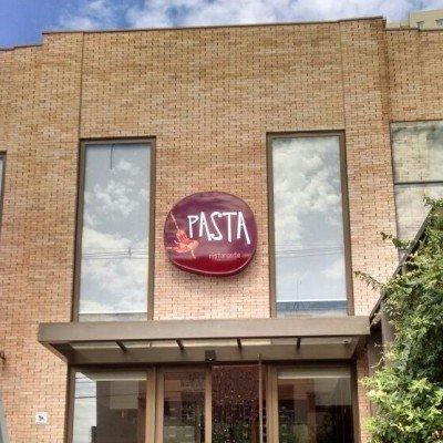 Painel backlight com frente em acrílico - Famosa Pasta