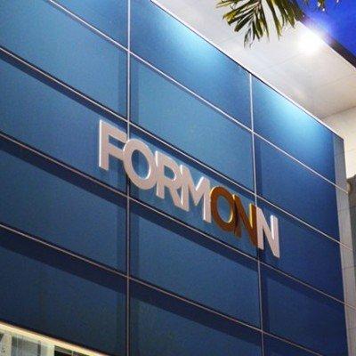 Letra-caixa aplicada em vidro - Formonn