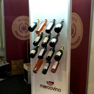 Display iluminado para garrafas de vinho - Mercovino