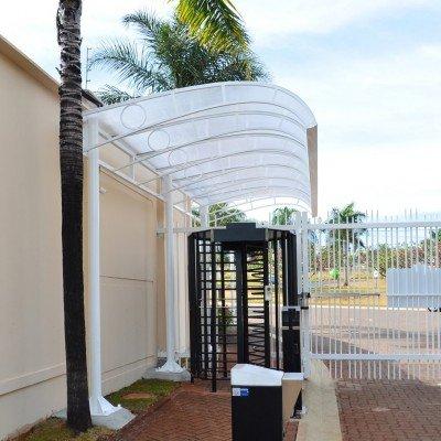 Cobertura de proteção - acesso de condomínio