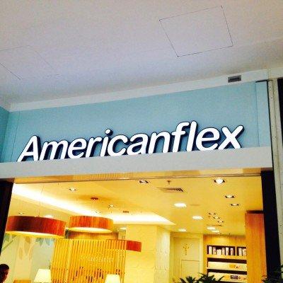 Letra-caixa metálica com LED com iluminação indireta - Loja Americanflex - Ribeirão Preto